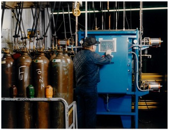 Man filling gas cylinders user a modular palletized filling system